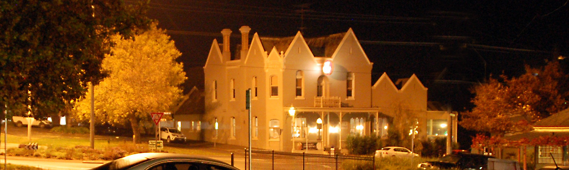 Buninyong Crown Hotel at night